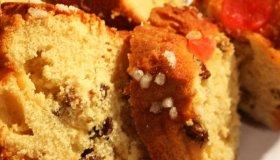 Cake aux raisins et aux cerises confites